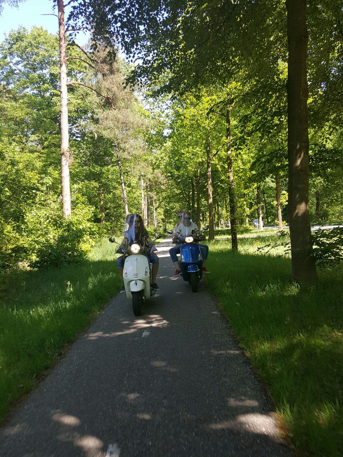 Gasten - Veluwe Vespa Tours Bos en Hei Route (1)